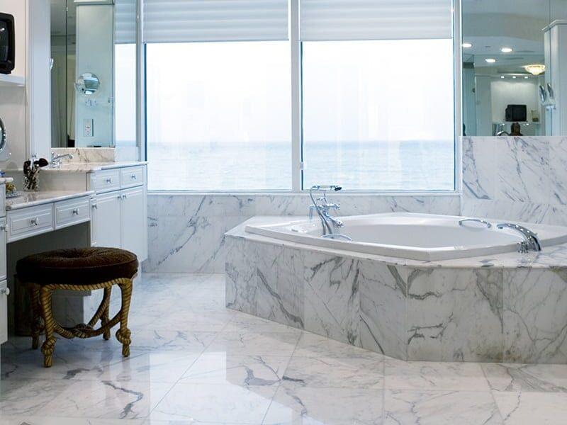 Italian-style bathroom with Statuarietto Marble